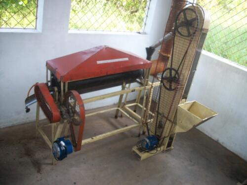 Compact type drum roasting machine for raw cashewnuts